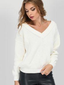 Белый мягкий и объемный свитер