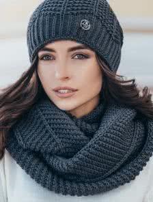 Теплый снуд с обьемной вязкой серого цвета