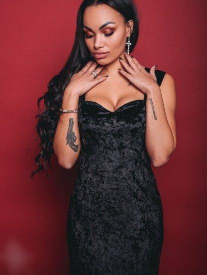 Вечернее платье выполненое из бархата в черном цвете, фото 1