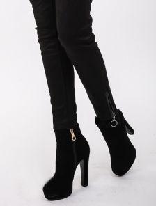 Черные облегающие брюки с эко-замши в мелкую полосочку
