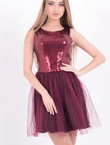 Короткое бордовое платье с паетками и пышной юбкой без рукава
