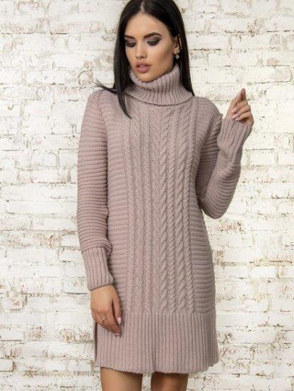 Теплое вязаное платье с широкой горловиной цвета пудры, фото 1