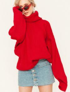 Красный теплый свитер оверсайз с широкой горловиной