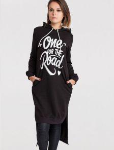 Черное платье-туника с капюшоном и карманами
