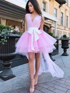 Короткое розовое платье из фатина с шлейфом