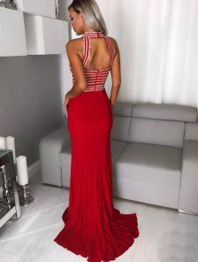 Вечернее платье красного цвета платье с облегающим силуэтом