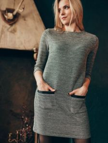 Повседневное платье-трапеция с текстурированым узором