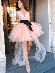 Короткое коктейльное персиковое платье из фатина