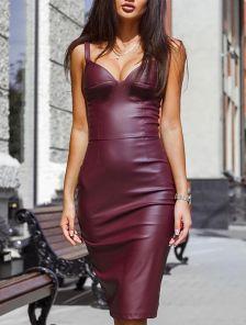 Платье из эко-кожи с выраженой зоной декольте