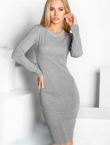 Трикотажное платье-футляр миди длины под кроссовки