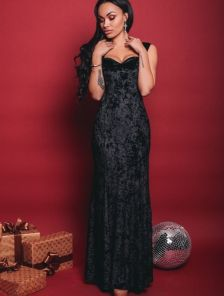 Вечернее платье выполненое из бархата в черном цвете