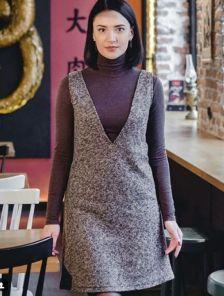 Теплое текстурное платье-сарафан