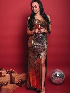 Золотистое платье в пол вышитое пайетками на широких бретелях