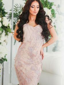 Вечернее платье в романтическом стиле на тонких бретелях