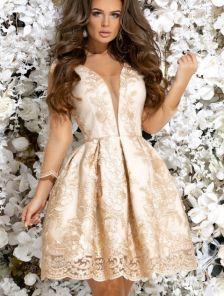 Коктейльное платье с пышной юбкой и глубоким декольте с прозрачной сеткой