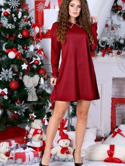 Бордовое короткое платье с украшением в виде жемчуга, фото 1