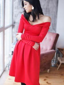 Платье на длинный рукав с приспущенными плечиками