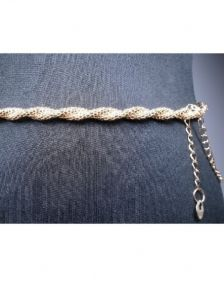 Золотистый пояс-цепочка с плетением косичка