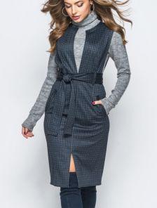 Трикотажное платье в деловом стиле длины миди под пояс