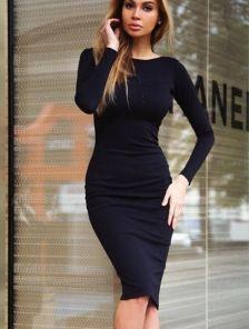 Трикотажное черное платье футляр с бусинами
