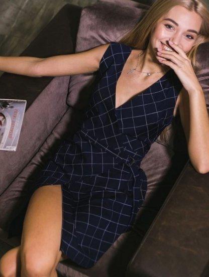 Короткое платье в клетку без рукавов, фото 1