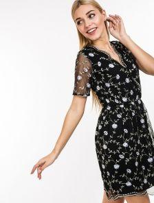 Легкое платье из сетки с вышивкой
