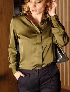 ШШелковая рубашка цвета хаки с широкими манжетами и разрезами по бокам