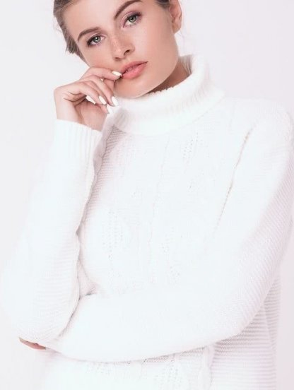 Теплый свитер под горло в белом цвете, фото 1