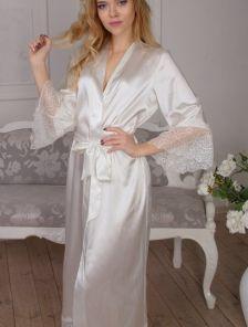 Длинный белый халат со вставками кружева под пояс