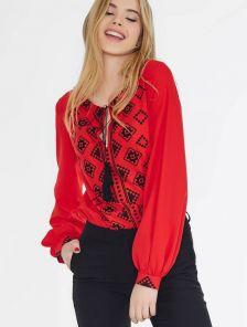 Красная женская блузка с вышивкой на завязках свободного кроя