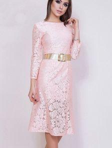 Гипюровое розовое платье длины миди
