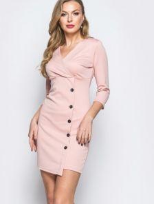 Лаконичное розовое платье с фиксированным запахом и рукавом 3\4