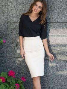 Белая облегающая юбка-карандаш с высокой посадкой и разрезом сзади