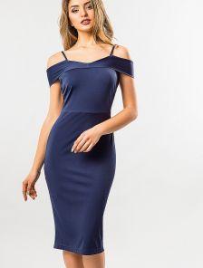 Синее облегающее платье с открытой линией плечей длины-миди