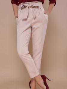 Бежевые брюки с завышенной талией под пояс и карманами