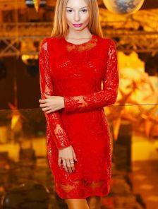 Нарядное короткое вечернее платье с пайетками