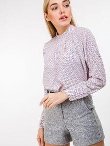 Розовая принтованая рубашка с воротом стойкой и склакой на груди