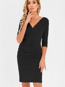 Черное короткое платье футляр с декольте