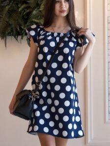 Короткое летнее синее платье в крупный белый горох