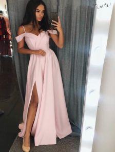 Нарядное персиковое платье с окрытыми плечами