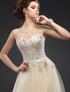 Вечернее дизайнерское длинное платье с вышитыми гладью аппликациями на прозрачной сетке