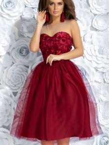 Коктейльное бордовое кружевное платье из фатина