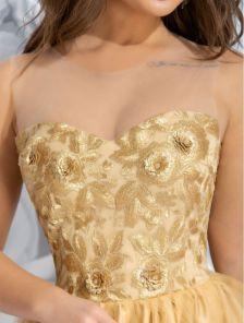 Золотистое коктейльное миди платье из фатина с двойной юбкой