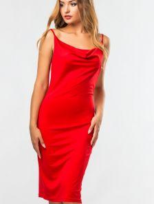 Красное силуэтное базовое платье в бельевом стиле и на тонких бретелях