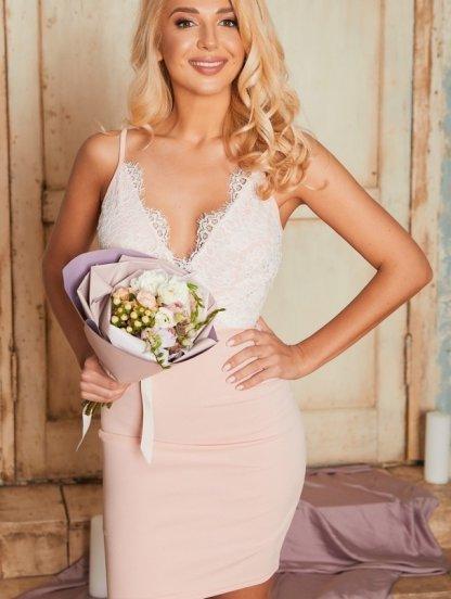 Кружевное короткое свелое платье футляр с вырезом, фото 1