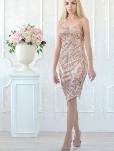 Вечернее короткое блестящее платье с пайетками
