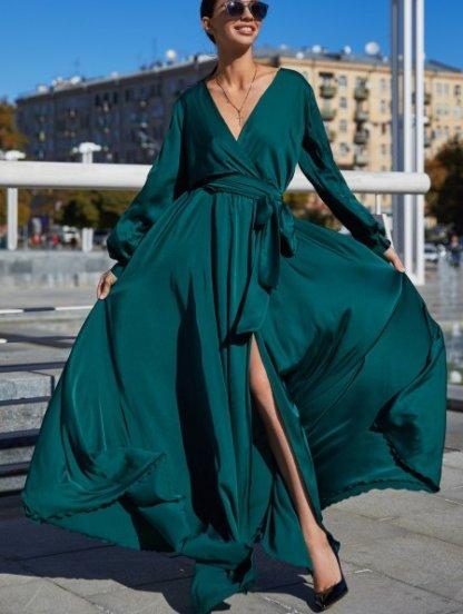 Изумрудное вечернее платье с вырезом, фото 1