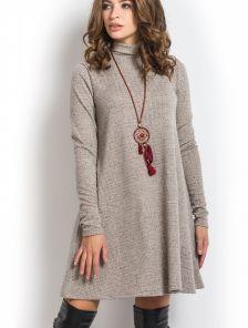 Повседневное трикотажное платье с горлом