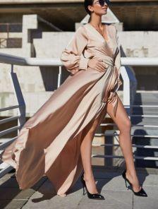 Вечернее пудровое платье с запахом