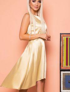 Короткое золотистое атласное платье без рукавов с расклешенной юбкой